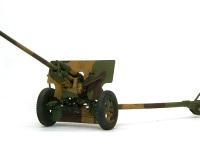 ソ連軍の57mm対戦車砲ZIS-2です。口径は57mmと小さいのですが、口径長が73と非常に長砲身で、破壊力はそれなりにあったはずです。