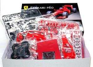 フェラーリ・F60 箱の中はパーツがびっしり
