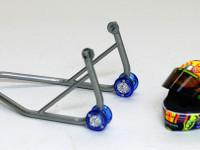 キットに付属のオマケです。ヘルメットはフィギュアのオマケね。