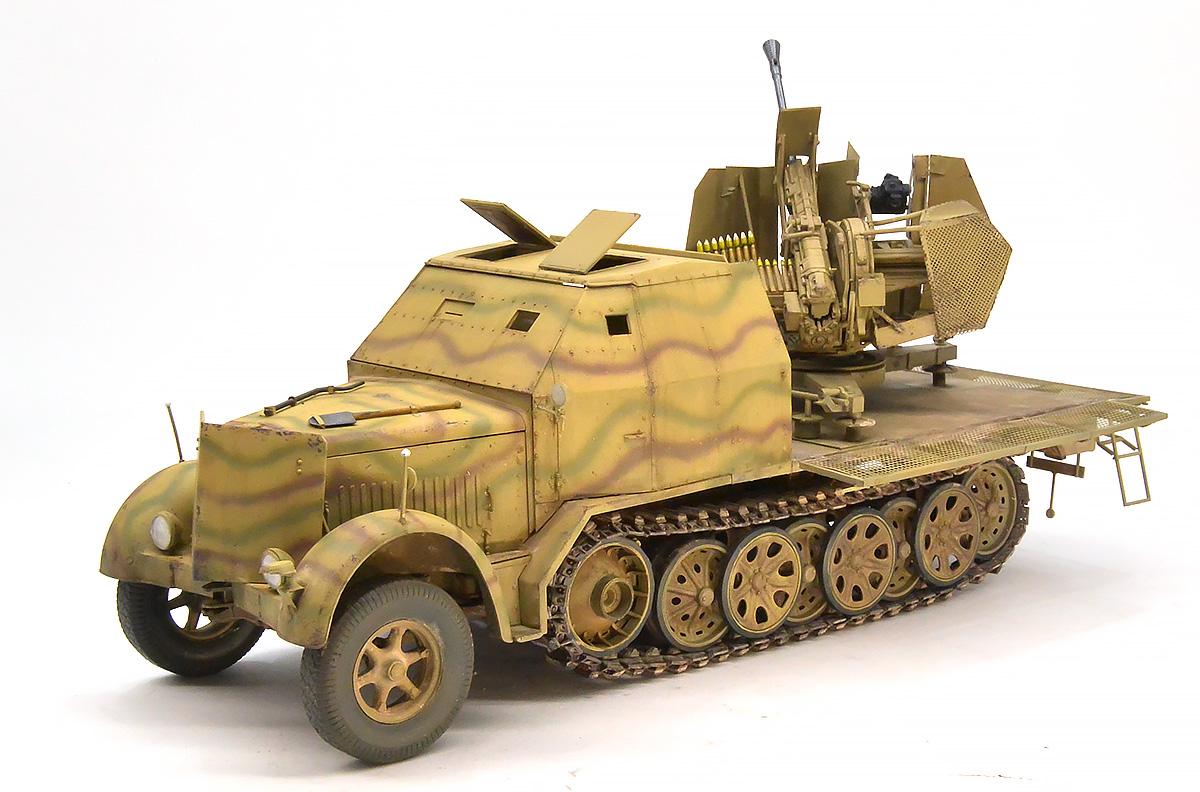 ドイツ・8t装甲ハーフトラック3.7cmFlak43搭載型 1/35 サイバーホビー