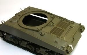 M4A3シャーマン 105mm榴弾砲搭載型 手すりを真鍮線で作る