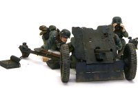 正面から見た3.7cm対戦車砲Pak35/36です。防盾はエデュアルドのエッチングパーツを用い、非常にシャープです。リベットは延ばしランナーをマットメデュウムで貼り付けました。