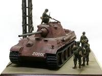 実際にベルリン防衛戦に出撃したという噂もあるくらい、謎に満ちた戦車です。塗装まで完了した砲塔が2つ発見されてるため、実際にパンターG型の車体を使って出撃したと考える研究家もいるそうです。