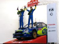 日本で初めて開かれたWRCのレースが2004年のラリージャパンです。このレースで日本のチームが初の栄冠を勝ち取りました。いつもはドロドロのラリーカーも表彰式前にはキレイに洗車され、ピカピカです。