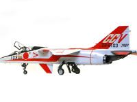 横から見た T-2 CCV です。ツヤ有りの真っ白な機体に大胆な赤のラインが美しいですね。まるでレースカーのようです。実験機ならではのカラーリングです。