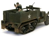 81mm迫撃砲チームです。元々のキットでは地面に置かれた迫撃砲を撃っている設定なので、ハーフトラックの荷台に乗せるために、少々改造が必要でした。