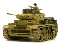 前から見た3号戦車J型です。長砲身に増加装甲が強そうに見えます