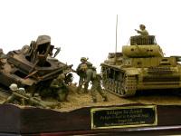 低い視線で見てみました。前の戦いでやられた2号戦車を盾に、奪われた前線を取り返します。トブルク陥落まであとX日!
