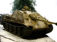 私のジオラマでは大型の戦車といえども、たいていは背景の一部になってしまいます。でも結構がんばって作ったんですよ。