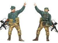 この方は隊長さんです。突撃銃に付けられた赤外線暗視装置はヴァンパイアと呼ばれました。背中にはバッテリーを背負っています。鉛蓄電池ですから相当重かったでしょうね。