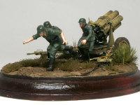 ロケット砲は発射の際、すさまじい炎と煙をだすため、発射スイッチは長いケーブルの先に付けられています。