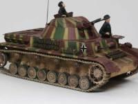 クーゲルブリッツは4号戦車にUボートに搭載予定の密閉式対空砲塔を搭載した、本格的な対空戦車です。未来的な形の砲塔は電動でクルクルと回転します。