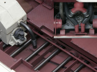 トランスミッションの冷却パイプです。機関室後端から立ち上がり、冷却水のパイプに接続されます。