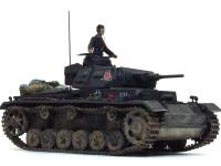 大戦初期の新車の新鋭戦車をイメージして、黒っぽいジャーマングレーをチョイスしました。ガンダムカラーのファントムグレーを瓶生で使用しています。