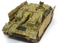4号戦車の車体に3号突撃砲G型の戦闘室を乗せています。車体のレイアウトの関係から戦闘室は3突よりもかなり後ろについています。