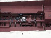 砲塔の旋回装置です。プロペラシャフトの途中からギアボックスでエンジンの出力を取り出します。その奥にある黒っぽい装置は燃料ポンプです。