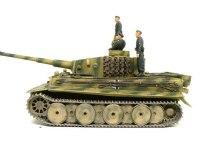 真横からみたタイガーI型戦車です。ヴィットマンの車両はスモークディスチャージャーが外してあったので、つけてありません。煙幕で隠れるなんてビットマンには似合いませんね。