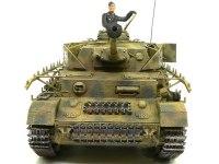 真正面から見た4号戦車J型です。ツインメリットコーティングはエデュアルドのエッチングパーツです。キットに付属してきました。