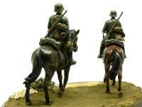 後ろから見たドイツ・第1騎兵師団です。Gen2フィギュアらしく、銃や装備品もすばらしい精密感です。