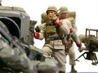 隊長のゼエブ・ゴールドマン少尉です。無線機で本隊からの指示を受けてユニットを指揮するのですが、武装が拳銃一丁とはいかにも頼りなげですよね。