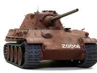 F型の特長はその小さな砲塔です。被弾効果や頑丈にできますし、なによりも軽量化に貢献しました。