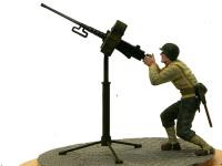 真横から見たブローニングM2重機関銃です。こうして地面に置いてみると、戦車の砲塔に乗っているときより大きく見えますよね。