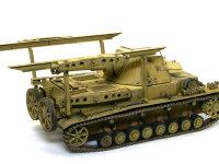 積み卸しをするときに主砲が車体に当たらないように砲塔は後ろを向けます。もちろん通常の自走砲としても使うことができます。