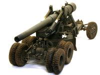 口径155mm、口径長45(約7m)の砲身はアルミ製でライフリングも刻まれています。その大きな砲身は迫力満点です。