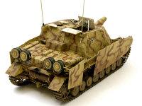 迷彩塗装はダークイエローにブラウンの細い線の2色迷彩です。説明書にあった1944年のイタリア戦線の車輌にしてみました。