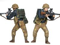 赤外線暗視装置付きの突撃銃を構える兵士です。目立たないようにするためか、戦車兵のような黒っぽい上着を着ています。