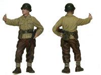 たばこを勧めるアメリカ兵です。余裕をみせていますね。ズボンは革製です。皮は白いところと黒いところのメリハリを強くして表現しました。