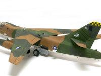 もともとは爆撃機として開発された機体だけあって、1/72でもかなり大柄です。完成後の置き場所に困ります。