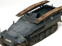 AFVクラブの突撃橋には車内装備品として地雷などの工兵隊ならではの装備が含まれています。