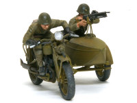 ヘッドライトはジャンクパーツのレンズ、ホーンはレジン製のドイツ戦車用を使いました。