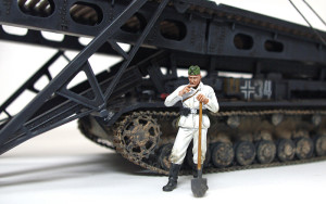 作業服姿の二等兵 4号架橋戦車D型に添えてみた