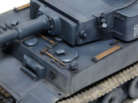 OVMの付き方も独特で、牽引ワイヤーは装備していません。そのせいか、この100号車は泥にはまって出られなくなったところを無傷で捕獲されてしまいました。無敵のタイガー戦車も泥には勝てません。