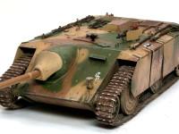 小さな車体に4号戦車と同じ大砲を搭載しています。そのため乗員は3名しか乗ることができませんでした。