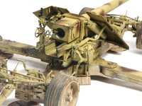 車輪は戦闘状態と運搬状態を切り替えられるように実機同様の仕組みで上下するギミックがついています。