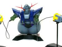両手以外にも口と腰にメガ粒子砲が3門もあります。こんなのに狙われたら戦艦だってひとたまりもありませんね。