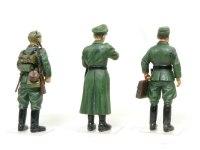 後ろから見たドイツ将校セットです。みなさん頭でっかちで小学生みたいです。