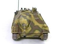 正面から見たヘッツァー駆逐戦車です。ドライバーの頭に天井が当たって、隙間が空いているのが痛々しいですね。(ちゃんと直せよ!)