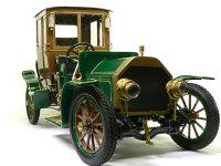 前から見たビアンチ・モデル1907です。メッキパーツは全てキッチンハイターでメッキをはがし、タミヤのペイントマーカーのゴールドで塗装しました。