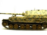 真横から見たエレファント重駆逐戦車です。ちょいと主砲が長すぎる様に見えますが、それは事実です。実は一番奥までさし込むとなぜだかトラベルクランプに置く位置まで下がらなくなってしまったので、奥までさし込んで無いのです。(+_+)\バキッ!