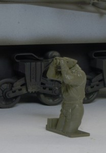 M4A3シャーマン 105mm榴弾砲搭載型 車長フィギュアの組立て