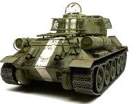 後ろから見たT34/85戦車です。足回りのホコリ汚れはピグメントのインダストリアル・シティ・ダストを使いました。壊れたセメントやレンガの粉が混ざったようなの色です。市街戦ですからね。