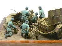 後ろから見た「Flak38高射砲陣地」です。ちゃんと地面に草を植えなければいけないんですが、面倒なので…(+_+)\バキッ!