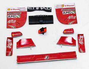 フェラーリ・F60 ウイングのデカール貼り