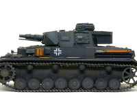 真横から見た4号戦車F1型です。転輪に着いたしっとりとした土の色やふんわりと浮いた錆はすべて油彩です。
