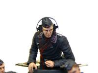 ドイツ・戦車兵1939年~1941年の車長です。ヘッドフォンとのどマイクのコードは最近入手した極細銅線です。やはり細い方がリアルですね。