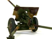 57mm対戦車砲ZIS-2の砲尾です。細かなパーツが多く精密感たっぷりなのですが、組みにくいことはありませんでした。ただ、プラが非常に柔らかいため、整形には神経を使います。